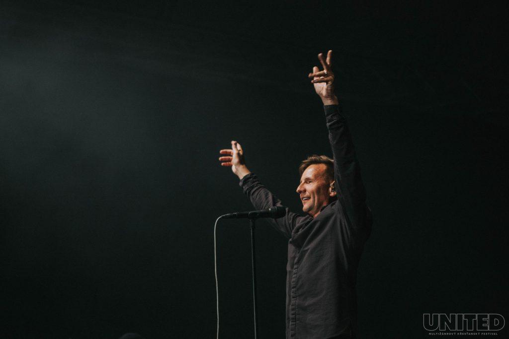 Zpěvák Martin Smith na festivalu UNITED 2019